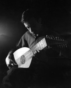 Stanley Buetens playing lute